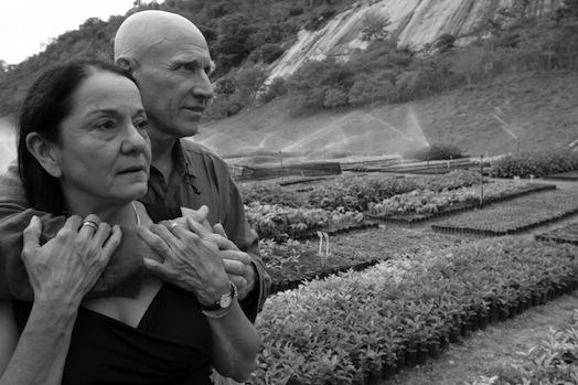 Nella Foto Il Fotografo con La Moglie.
